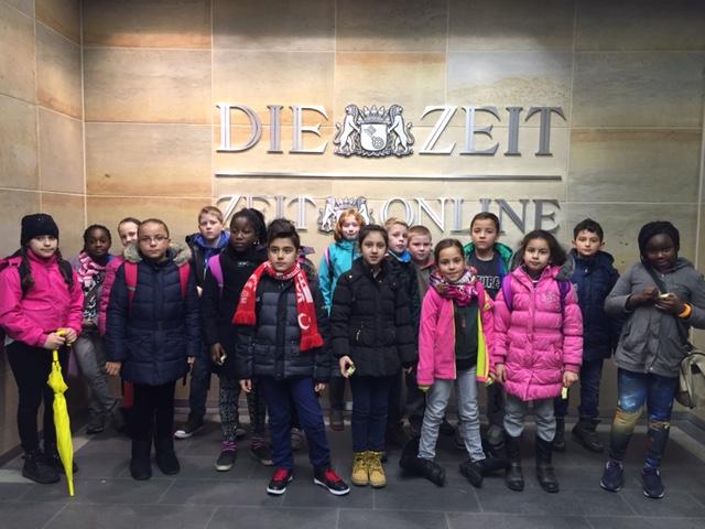 SEITENEINSTEIGER Klasse 4 c besucht den ZEIT Verlag