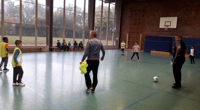 AOK-Fußball-Training mit den Fußballstars Marcel Witeczek und Michael Klinkert